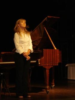 klavíristka Bára