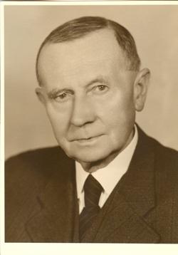 Primář MUDr. Pavel Trnka, doktor lékařských věd, nositel Řádu práce, čestný člen Purkyňovy lékařské společnosti